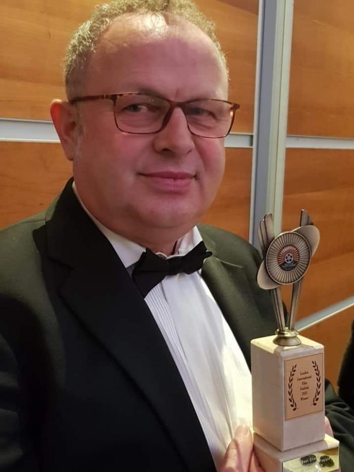 Festivali i filmit në Londër, regjisori shqiptar merr çmimin e rëndësishëm!