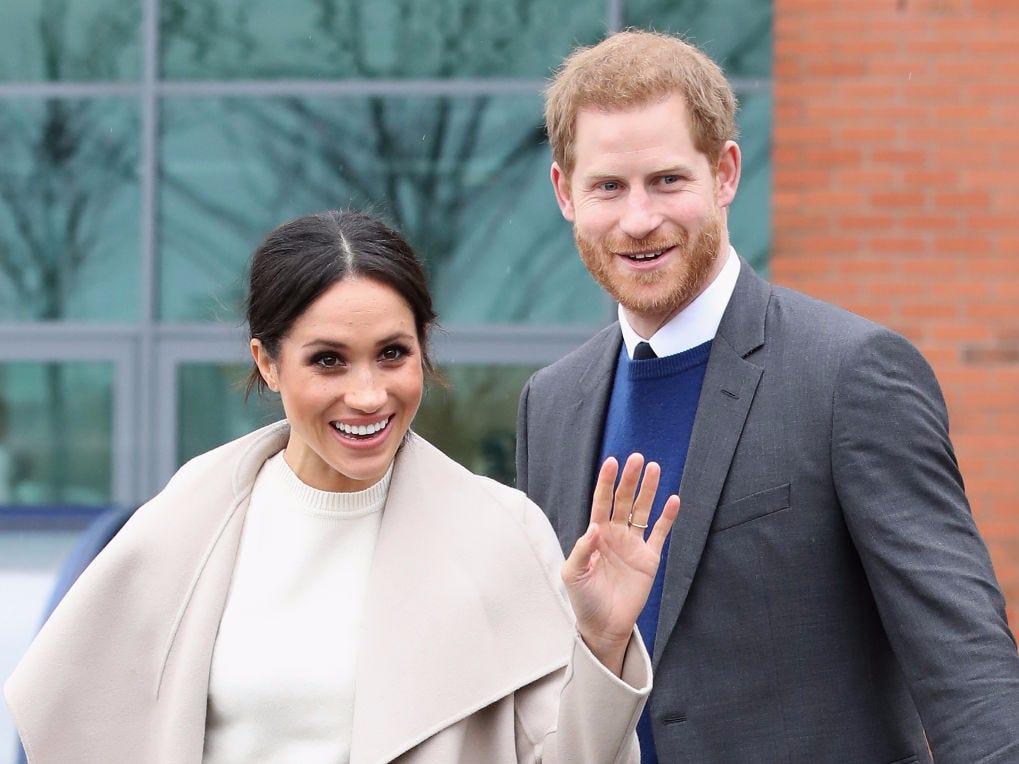 Të buzëqeshur gjithë kohën, Meghan dhe Harry fotografohen për herë të parë së bashku pas largimit nga familja mbretërore
