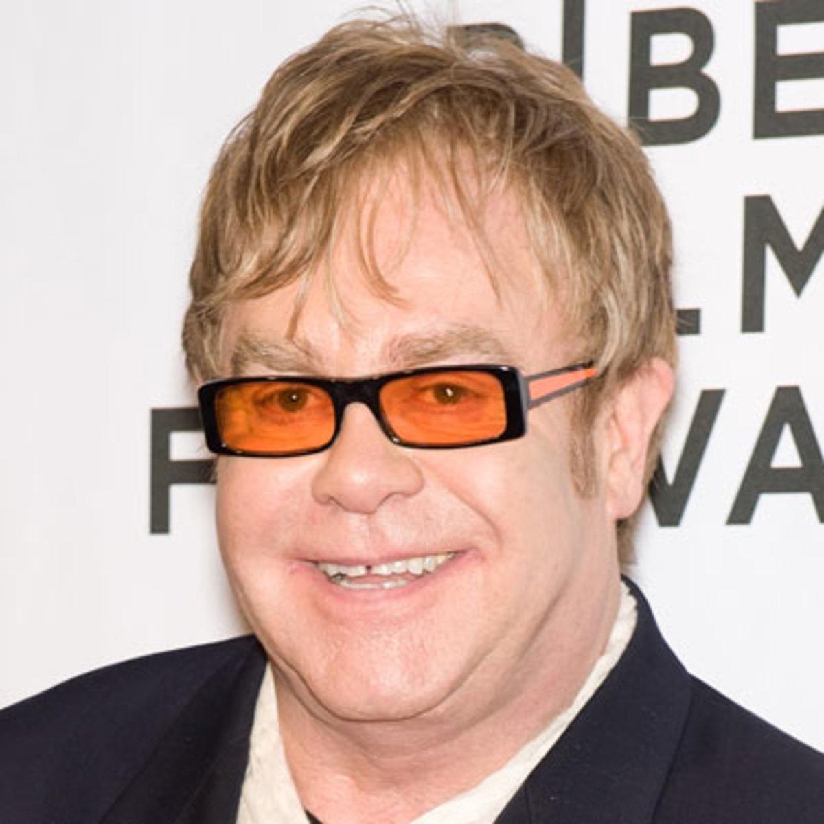 Elton John në përiudhë të vështirë shëndetësore, ndërpret performancën në mes