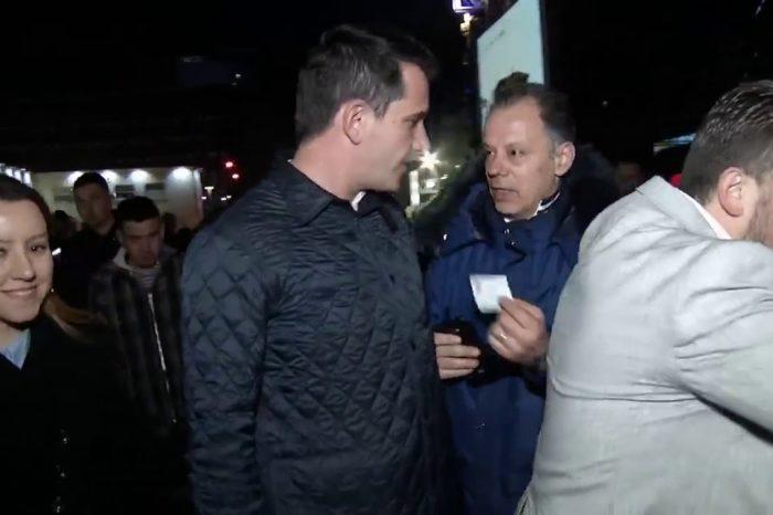 Video shqetësuese e shoqëruesit të Veliajt që përqafon gazetaren për ta penguar të intervistojë Kryebashkiakun bën xhiron e rrjetit