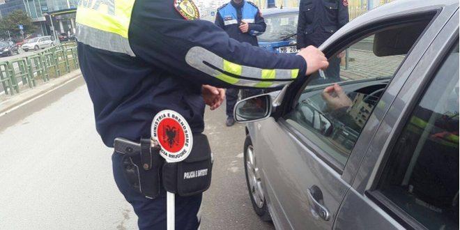 """Policia sqaron orarin e qarkullimit: """"Ja bizneset që do të jenë hapur pas orës 13:00!"""""""