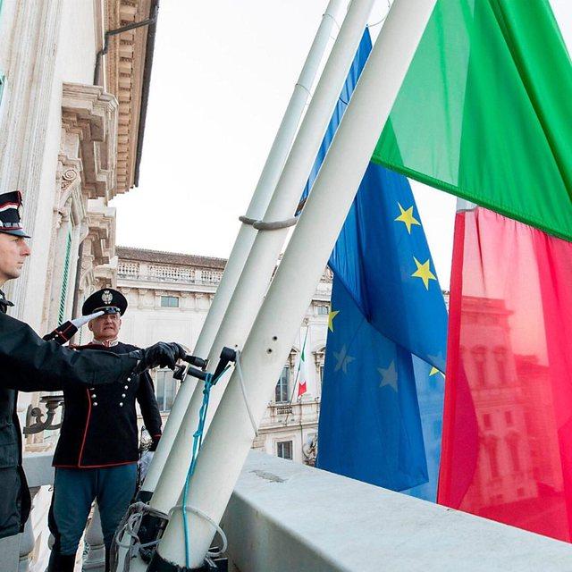 Flamujt në gjysmështizë, Italia mban një minutë heshtje për viktimat e koronavirusit