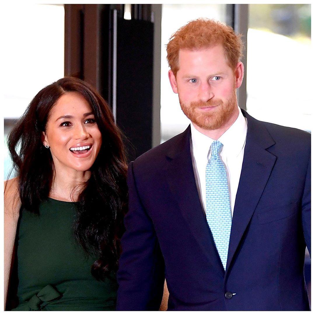 Meghan Markle dhe Harry zyrtarisht jashtë familjes mbretërore, japin lamtumirën me fjalët prekëse