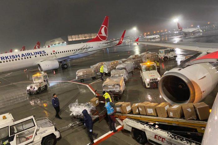 """Turqia dërgon ndihmat e para! Rama publikon në mesnatë fotot e """"Lasgushit"""" duke ngarkuar """"armët e mbrojtjes"""""""
