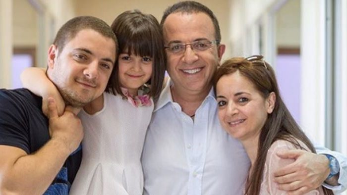 Festë në familjen Gjebrea, Arditi uron të birin në datën e tyre të bekuar