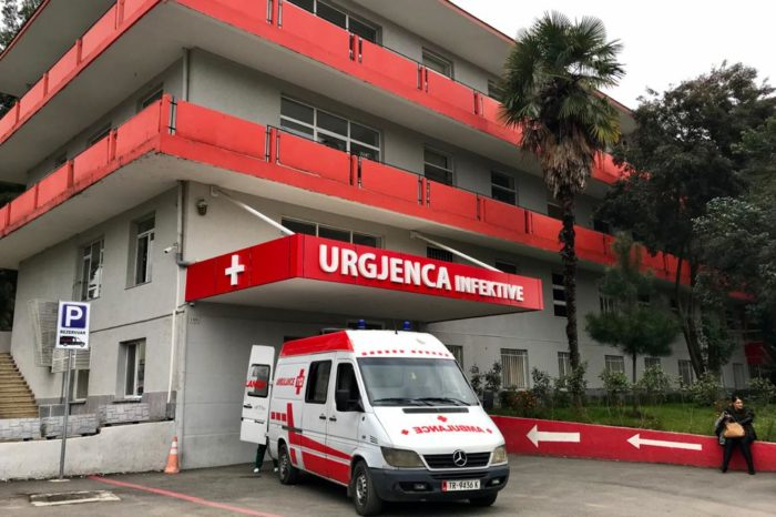 Për herë të parë nga nisja e epidemisë në Shqipëri, një foshnjë me Covid-19 shtrohet te Infektivi
