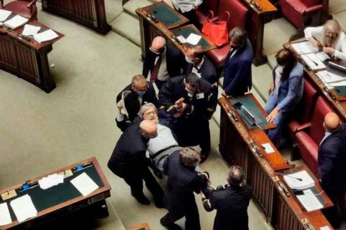 """""""Turp!"""" Politikani Vittorio Sgarbi ngrihet peshë dhe nxirret jashtë nga salla pas fjalorit fyes ndaj grave të parlamentit! (VIDEO)"""