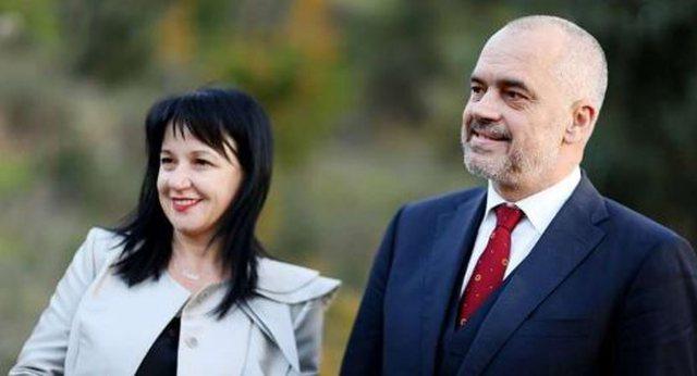 Kryeministri Rama nis pushimet me familjen në jug të Shqipërisë (Pamjet)