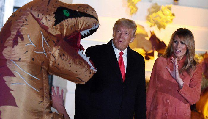 Halloween-i erdhi në Shtëpinë e Bardhë dhe dy fëmijë u veshën fiks si Donald dhe Melania Trump! (Pamjet)