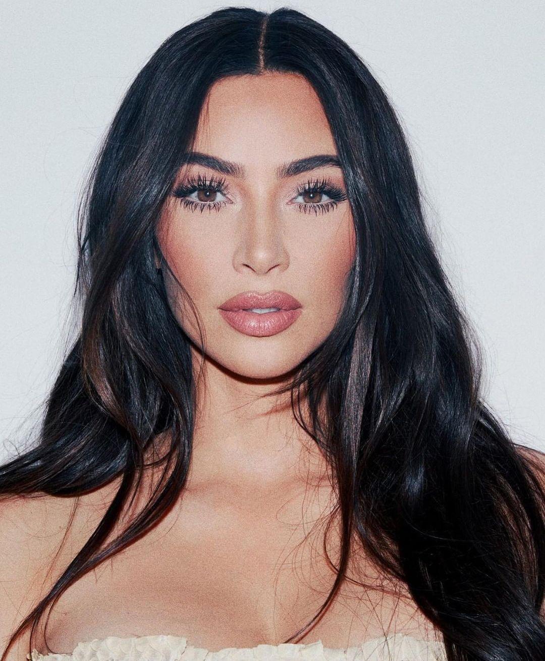 Zbulohet shifra! Kim Kardashian shpenzoi sa qimet e kokës për udhëtimin e saj të 40-vjetorit!