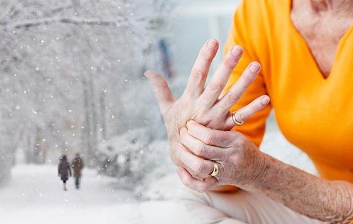 Keni dhimbje kyçesh në dimër? Ja si ndikon ndryshimi i motit në trupin tonë