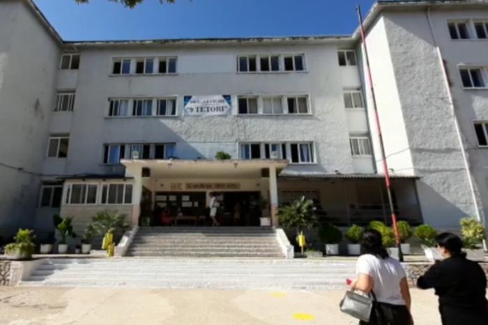 Infektohen disa punonjës dhe 5 mësues, mbyllet shkolla 9-vjeçare në Sarandë